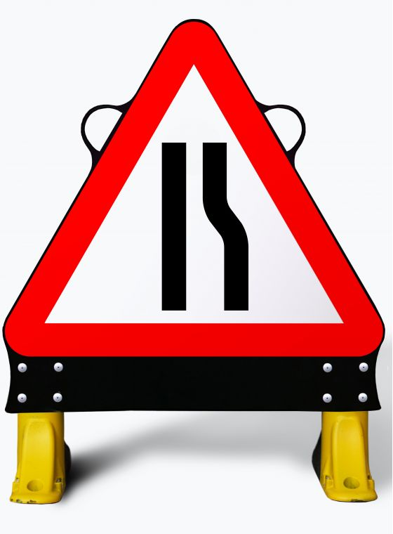 750mm Road Narrows Right X-Sign